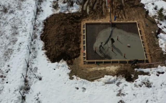 Заливка фундамента под баню из кедра «Ярило»